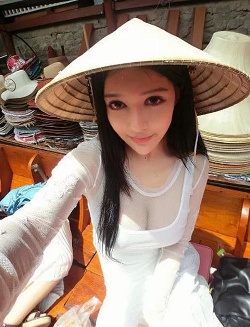 Trương Uyển Du - một Showgirl nổi tiếng trong làng game.