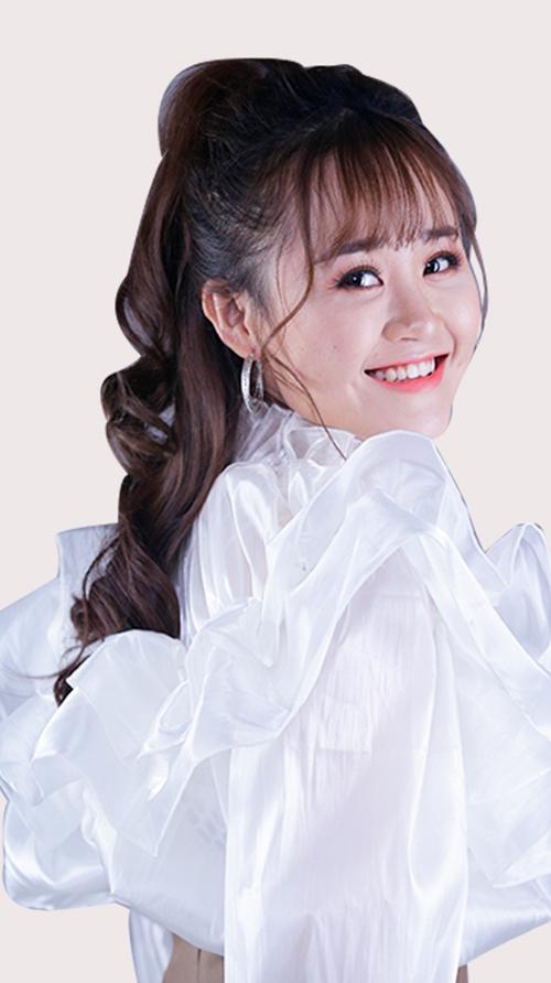 Thảo Phạm cũng là cô nàng có nhiều clip hướng dẫn làm đẹp, makeup trên Youtube.
