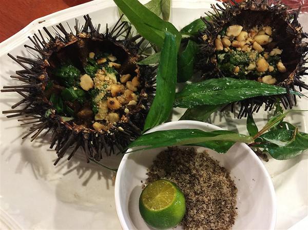 Nhum Phú Quốc rất phong phú về chủng loại, thịt và trứng ngọt, béo lại có mùi thơm như gạch cua. Ảnh: Nguyễn Hà.