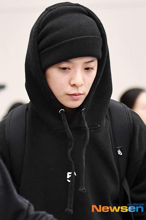 Chiều 16/20, Amber xuất hiện ở sân bay Hàn Quốc, nữ ca sĩ trở về để đến viếng Sulli - thành viên cùng nhóm f(x). Fan xót xa khi chứng kiến gương mặt buồn bã, mất hết sức sông của Amber.