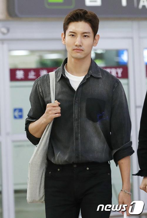 Chang Min thể hiện rõ sự mất mát khi về Hàn. DBSK cũng gửi vòng hoa đế nơi tổ chức tang lễ của Sulli.