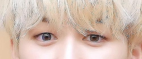 Đôi mắt cuốn hút này là của nam idol Kpop nào? (3) - 2