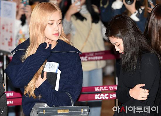 Jennie khiến fan lo vì biểu cảm khó hiểu ở sân bay