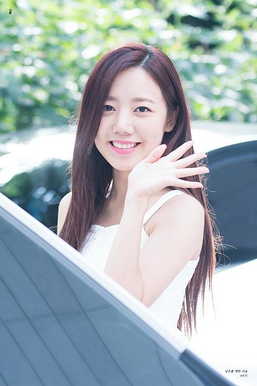 Nam Joo làcây hút fan trong nhóm Apink nhờ vẻ đẹp lạ.Tuy nhiên sau khi dao kéo thay đổi nhan sắc, gương mặt cô gây nhiều tranh cãi.