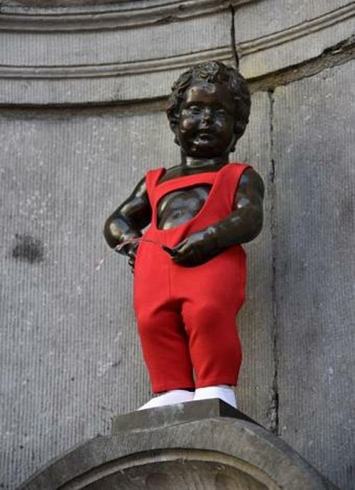 Bức tượng Manneken Pis được mặc quần áo nhiều dịp trong năm.