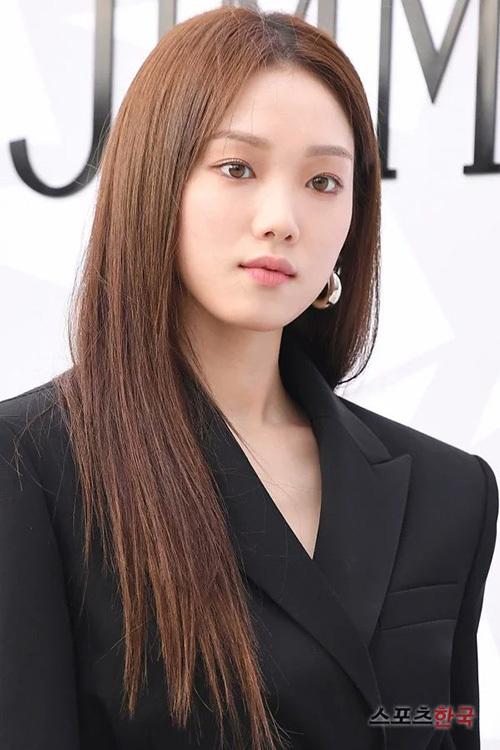 Lee Sung Kyung đẹp sang chảnh trong sự kiện.