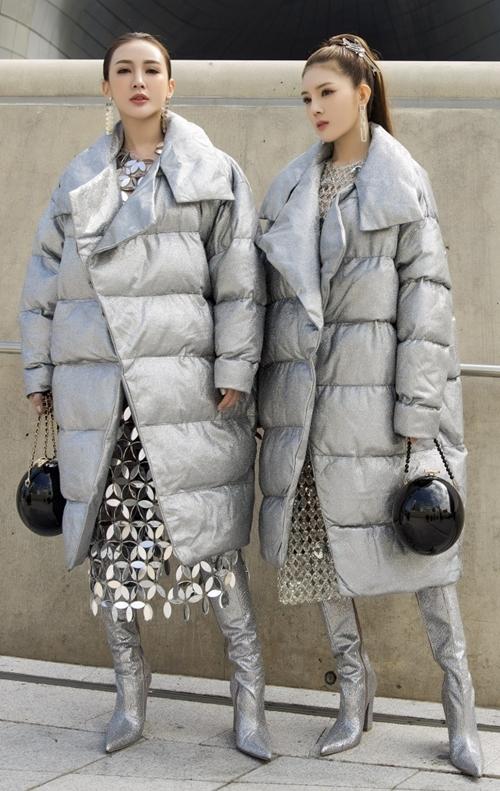 Xuất hiện tại ngày thứ ba của Seoul Fashion Week 2019, đôi bạn thân Kelly - Lilly Luta có màn hoá thân thành chị em sinh đôi với vẻ ngoài đồng điệu.