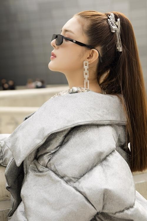 Bộ đôi đủ chặt chém giữa hàng nghìn tín đồ thời trang có street style ấn tượng.
