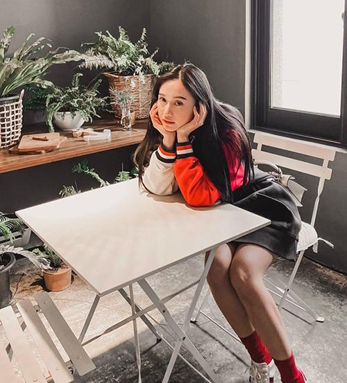 Jun Vũ thơ ngây như nữ sinh trong chuyến vi vu Hàn Quốc.