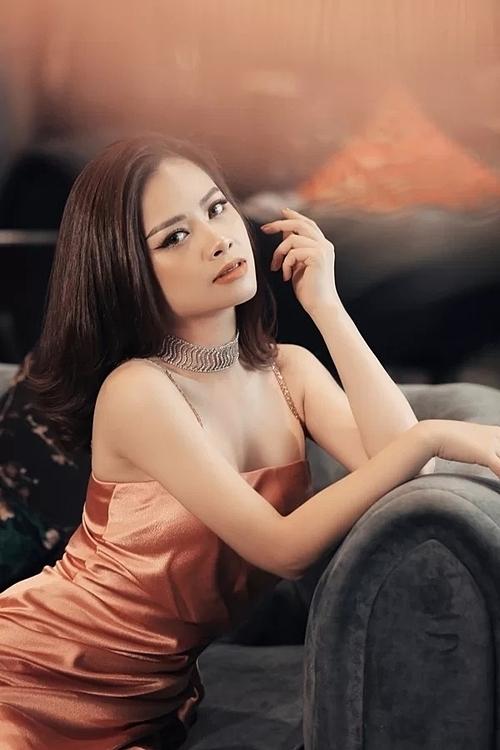 Ở tuổi 28, Dương Hoàng Yến chín muồi về cảnhan sắc lẫn sự nghiệp.