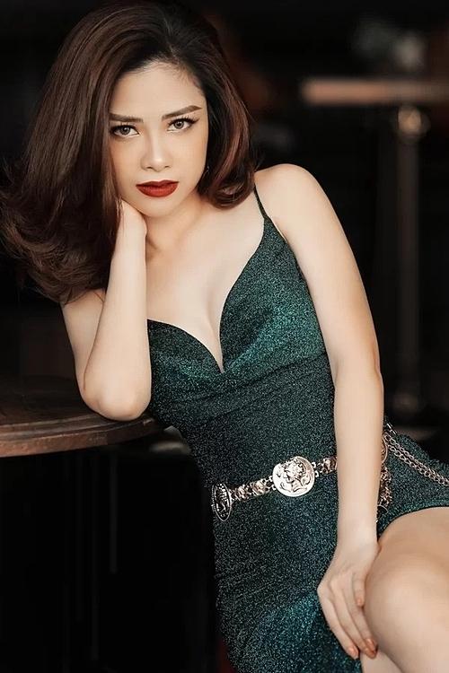 2019 là năm sự nghiệp của Dương Hoàng Yến có nhiều đột phá. MV Không phải em đúng không của cô vào top lượt xem của các trang nghe nhạc trực tuyến uy tín.