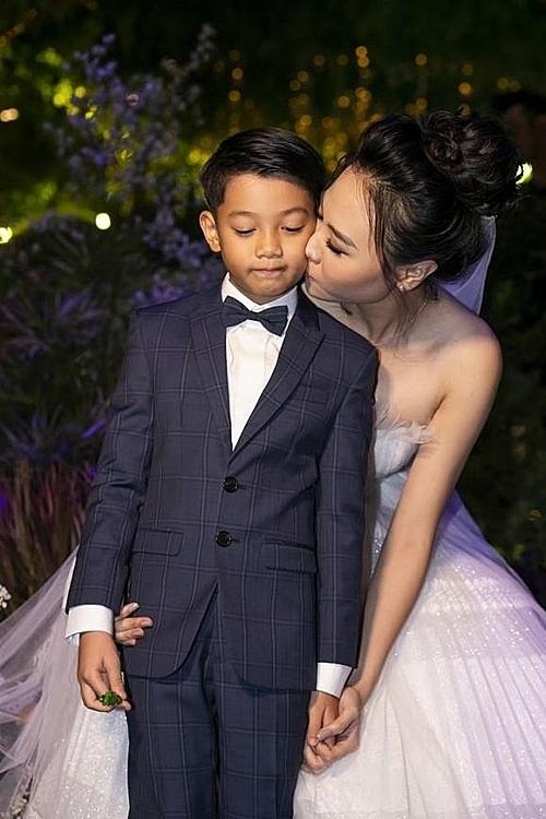 Đàm Thu Trang khoe quà 20/10 của bé Subeo tặng - 1