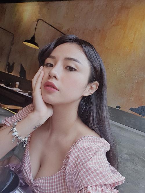 Thái Trinh pose ảnh khoe nhan sắc ngọt ngào. Thần thái của cô được khen sau chia tay Quang Đăng cách đây ít tháng.