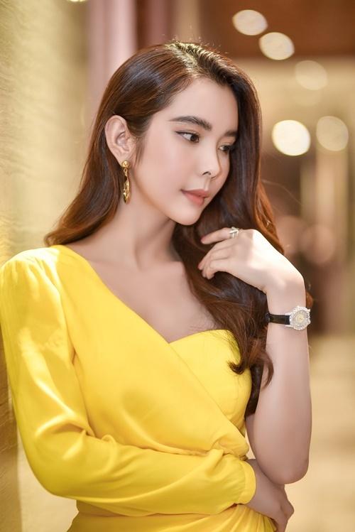 Thiết kế đồng hồ Huỳnh Vy đeotừng được nhiều sao Việt khác như Ngọc Trinh, Thanh Hằng, Jolie Nguyễn... sử dụng.