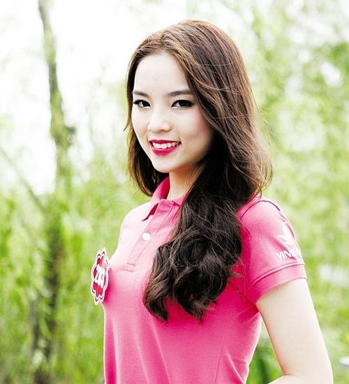 Kỳ Duyên sinh năm 1996. Thời điểm đăng quang, nữ sinh gốc Nam Định đang học năm nhất tại Đại học Ngoại thương Hà Nội. Nhan sắc của Kỳ Duyên gây nhiều tranh cãi. Nhiều khán giả cho rằng cô không xứng đáng với chiếc vương miện. Trong năm đầu của nhiệm kỳ, cô cũng thường xuyên mắc lỗi trang điểm. Phong cách của cô bị chê già dặn, sến súa.