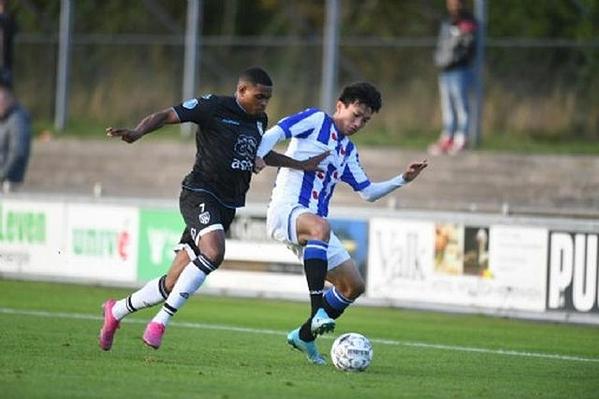 Văn Hậu mới chơi chính trong một trận thuộc đội trẻ của Heerenveen.
