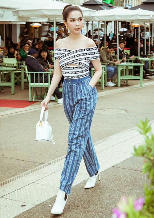 Chân dài chịu chi 40 triệu đồng để sắm mẫu quần jeans sọc dọc của Balmain.