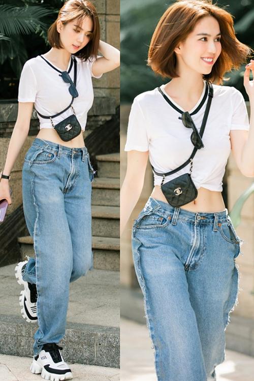 Tuy nhiên khi chụp từ phía trước, quần jeans của Ngọc Trinh vẫn có kiểu dáng như thông thường. Điểm đặc biệt của món đồ này chính là thiết kế trước sau như một. Phía sau chiếc quần cũng có túi, cạp, khuy cài như phía trước.