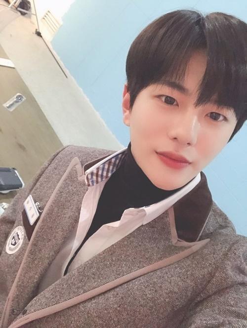 Ryu Joon Ha là một chàng hotboy mới chuyển trời và ngay lập tức cảm nắng cô bạn Kim Hana. Anh chàng lại biết cách khiến trái tim các cô gái tan chảy bằng nụ cười ngọt ngào, má lúm và những lời cưa cẩm đầy lãng mạn.