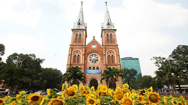 Nhà thờ Đức Bà Sài Gòn tọa lạc tại trung tâm quận 1, TP HCM. Tòa nhà thờ cao 60m. Ảnh: Chris Jackson /Getty.