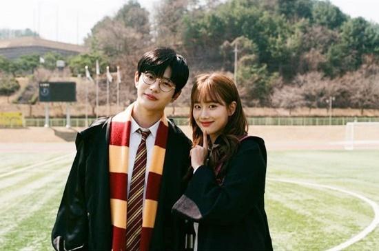 Theo MyDaily, A-Teen 2 là web drama đầu tiên của năm 2019 đã đạt 10 triệu lượt xem trên Naver V-Original. Bộ phim kể vể nhóm bạn trung học cùng nhau trải qua những cảm xúc về tình yêu, mẫu thuẫn trong tình bạn và áp lực thi cử, định hướng tương lai, Ở mùa 2, câu chuyện tập trung vào nhân vật Kim Hana (Na Eun đóng) và chuyện tình cảm với anh chàng Ryu Joo Ha (Choi Bo Min đóng). Hai thần tượng có nụ hôn đầu tiên trên màn ảnh.