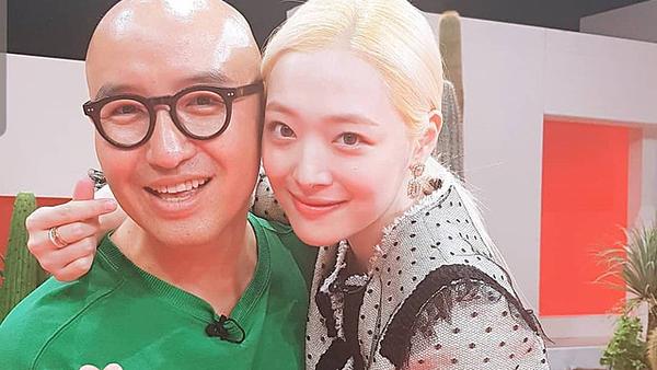 Sulli và Hong Suk Chun là những người bạn thân thiết.