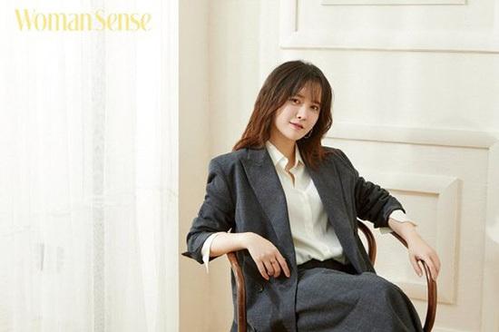 Goo Hye Sun xuất hiện xinh đẹp trên tạp chí.