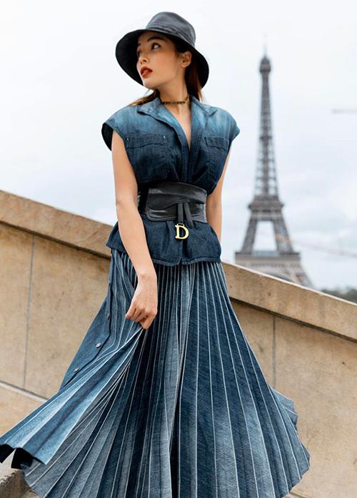 Kỳ Duyên duyên dáng bên tháp Eiffel.
