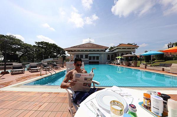 Abdul Mateen thu hút lượng lớn fan theo dõi trên trang cá nhân bởi vẻ ngoài nam tính, lịch lãm. Abdul Mateen từng xuất hiện trên các tạp chí thời trang như GQ phiên bản Thái Lan, Elite Daily hay Mashable.