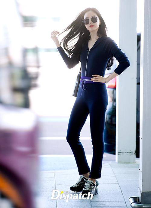 Ở cô nàng có vẻ đẹp vừa sang chảnh vừa cá tính, vì thế Na Eun chinh phục thành công những bộ cánh mang hơi hướng menswear, toát lên vẻ cool ngầu.