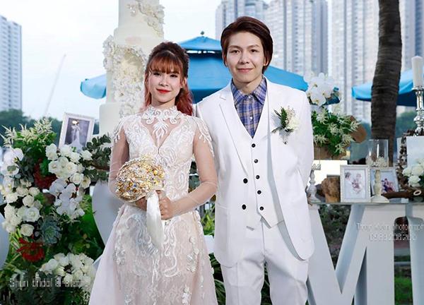 Khởi My - Kelvin Khánh tổ chức đám cưới kín đáo vào cuối năm 2018, tại mộtmột biệt thự ở Quận 2, khu vực bờ sông Sài Gòn