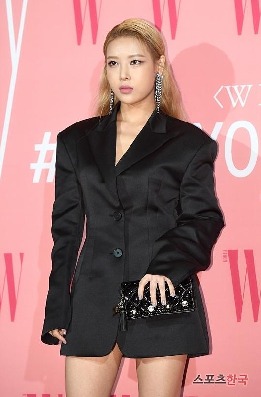 Yu Bin (cựu thành viên Wonder Girls) có lối make up và làm tóc cá tính.