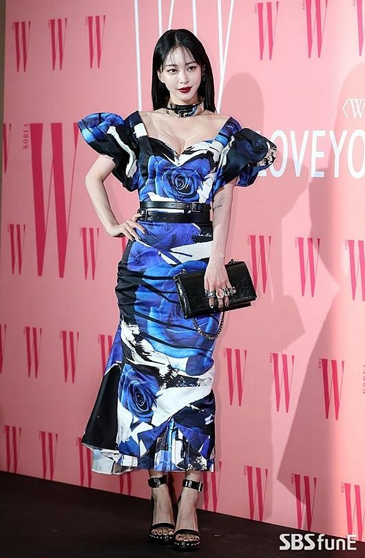 Nữ diễn viên Han Ye Seul ưa chuộng những bộ cánh độc đáo mỗi lần dự sự kiện.