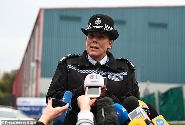 Pippa Mills, phó cảnh sát trưởng hạt Essex, phát biểu với báo chí. Ảnh: PA.