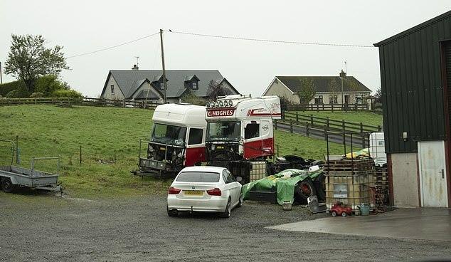 Địa chỉ trong hợp đồng cho thuê của Ronan Hughes khớp với địa chỉ của hãng vận tải C Hughes Transport.