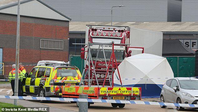 Chiếc container chở 39 thi thể tại khu công nghiệp Waterglade, Essex hôm 23/10,