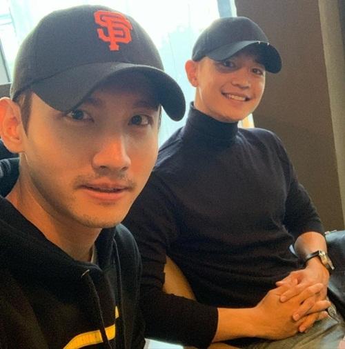 Chang Min (TVXQ) đăng ảnh hẹn hò cùng Min Ho (SHINee).