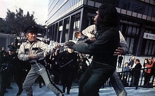Cảnh đối đầu tại Century City.