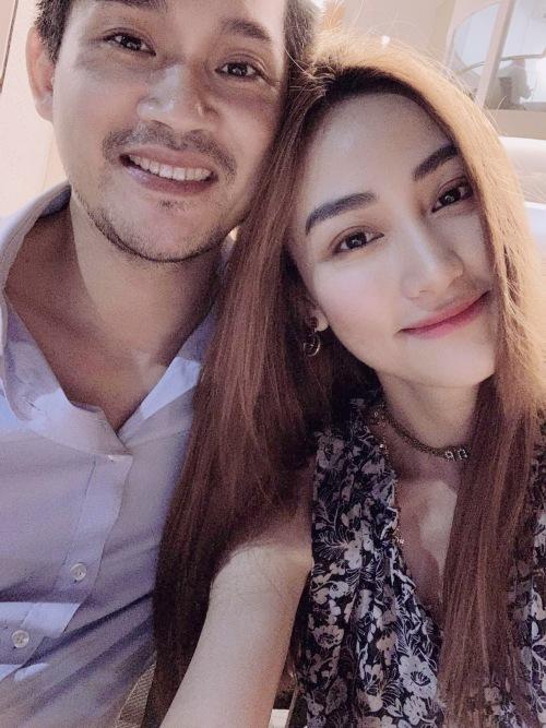 Ngân Khánh hạnh phúc bên ông xã.