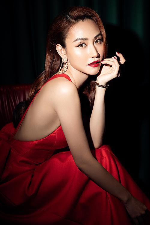 Ngân Khánh tái xuất sau nhiều năm vắng bóng ở showbiz.