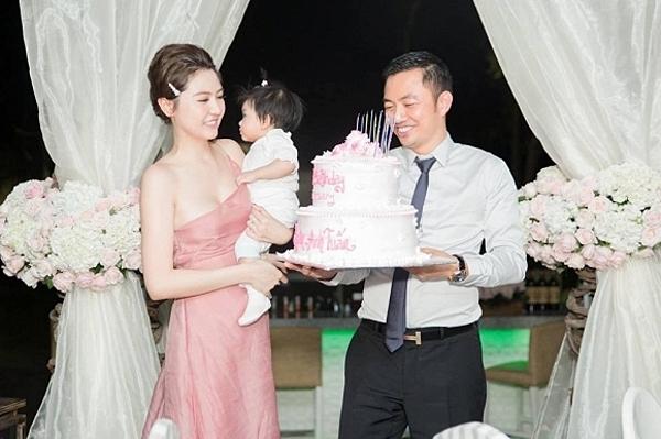 Ngọc Duyên cùng chồng và con gái trong lễ kỷ niệm một năm ngày cưới hồi giữa tháng 1.