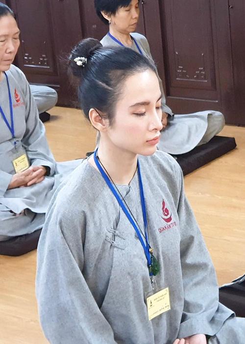 Agela Phương Trinh tham gia một khóa tu mới.
