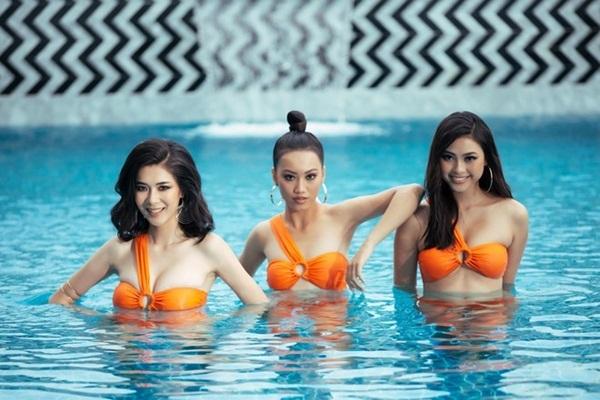 Đào Thị Hà (bìa phải) từng vào top 5 Hoa hậu Việt Nam 2016.Cô cao 1,75 m và sở hữu số đo 85-64-93 cm.