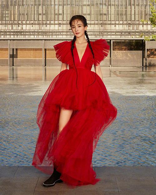 ... và Dương Mịch cũng từng diện chiếc váy này.