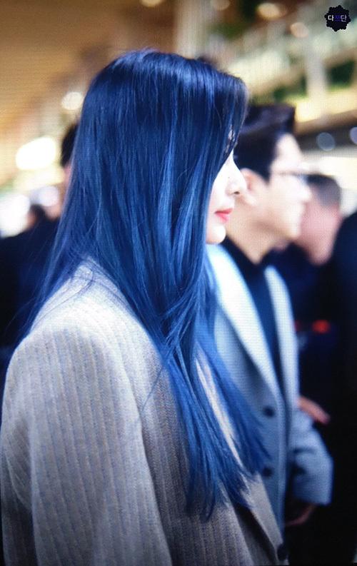 Tzuyu khá chăm đổi màu tóc trong thời gian gần đây. Fan đề nghị stylist nên đổi cả cách trang điểm để tránh phí phạm nhan sắc của cô nàng trong các sự kiện.