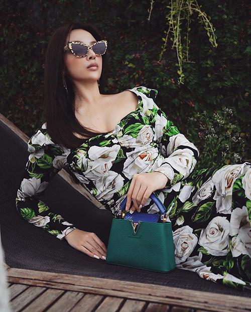 Huyền Baby khoe chiếc túi Louis Vuitton được mẹ chồng tặng mà sang chảnh chẳng khác gì poster quảng cáo.