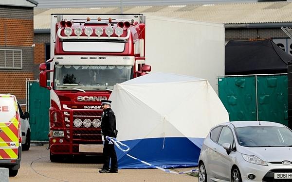 Hiện trường container chở 39 thi thể tại khu công nghiệp ở Essex.