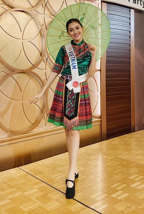 Tường San xinh xắn trong trang phục dân tộc.