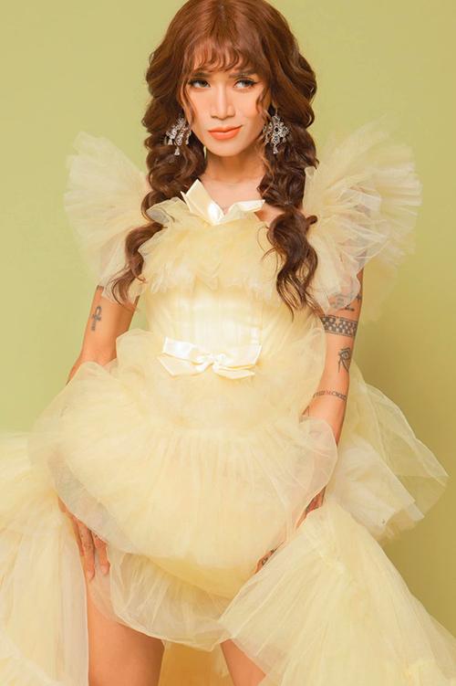 BB Trần diện váy bồng bềnh như công chúa.