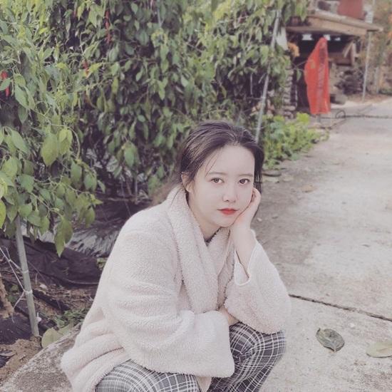 Goo Hye Sun đang nghỉ ngơi trong khung cảnh làng quê yên bình. Cô nàng tiết lộ tóc bị rụng nhiều nhưng hiện trạng thái tinh thần rất vui vẻ.